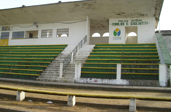 Tribunas del Estadio Municipal de Pando